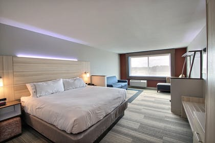Guestroom | Holiday Inn Express & Suites Fond Du Lac