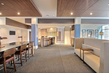Lobby Lounge | Holiday Inn Express & Suites Fond Du Lac