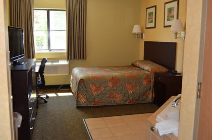 Guestroom | Put-In-Bay Resort and Conference Center