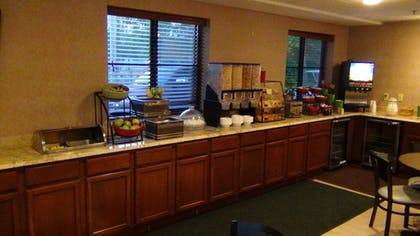 Breakfast Area | Put-In-Bay Resort and Conference Center