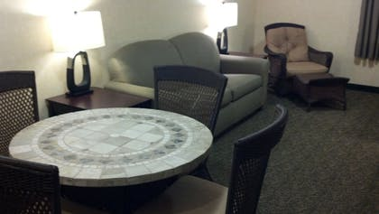 Living Room   Put-In-Bay Resort and Conference Center