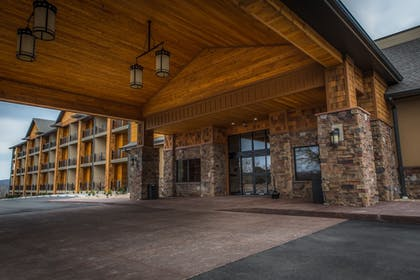 Hotel Entrance | The Lodge at Old Kinderhook Golf Resort