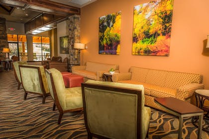 Lobby Sitting Area | The Lodge at Old Kinderhook Golf Resort