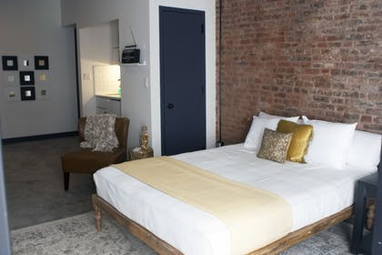Guestroom | RIFF Downtown