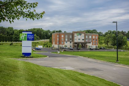 Featured Image | Holiday Inn Express & Suites Jamestown