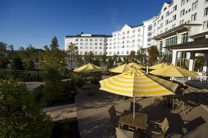 Outdoor Dining | Dollywood's DreamMore Resort