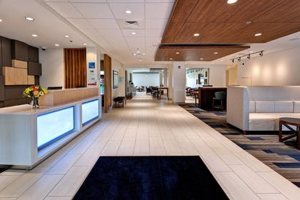 Lobby | Holiday Inn Express & Suites Manhattan