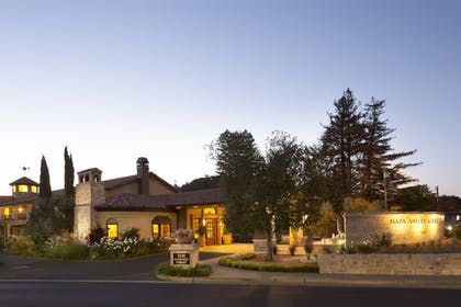 Front of Property - Evening/Night | Napa Valley Lodge
