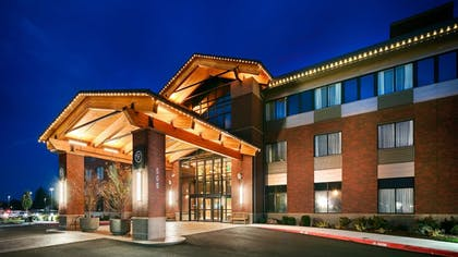 Hotel Front - Evening/Night | Best Western Premier Boulder Falls Inn