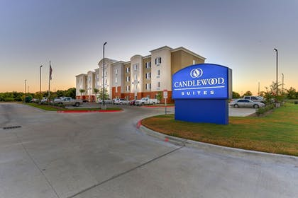 Hotel Front - Evening/Night | Candlewood Suites College Station At University