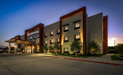Hotel Front - Evening/Night | Best Western Plus College Station Inn & Suites