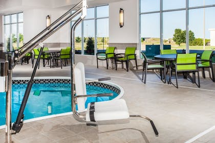Pool | Holiday Inn Express & Suites Litchfield West