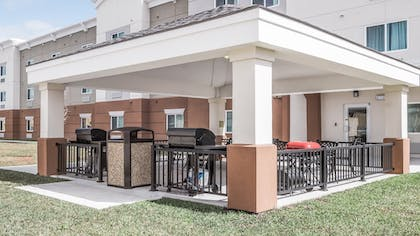 BBQ/Picnic Area | Candlewood Suites Gonzales - Baton Rouge Area