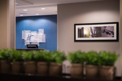 Lobby | Holiday Inn Express & Suites Bakersfield Airport