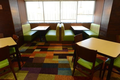 Lobby Sitting Area | Fairfield Inn & Suites Bowling Green