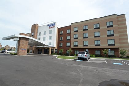 Hotel Entrance | Fairfield Inn & Suites Bowling Green