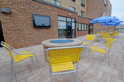 Outdoor Dining | Fairfield Inn & Suites Bowling Green