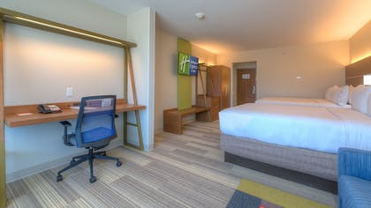 Guestroom | Holiday Inn Express & Suites Tulsa Midtown
