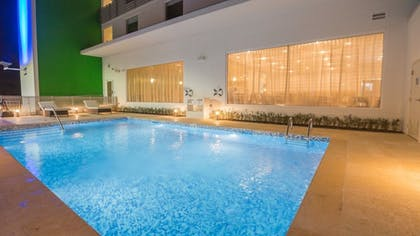 Outdoor Pool | Holiday Inn Express & Suites Tulsa Midtown