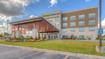 Featured Image | Holiday Inn Express & Suites Tulsa Midtown