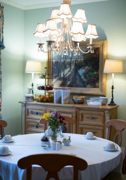 In-Room Dining | Carriage House Inn
