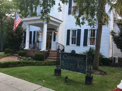 Hotel Front | Carriage House Inn