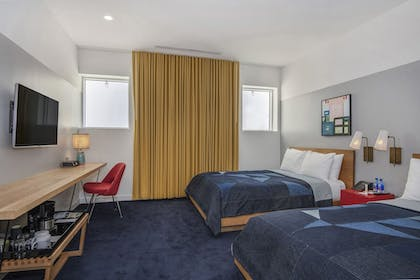 Guestroom | The Durham Hotel