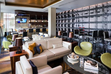 Hotel Bar | SpringHill Suites Los Angeles Burbank/Downtown