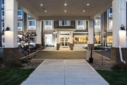 Hotel Entrance | Microtel by Wyndham Penn Yan Finger Lakes Region