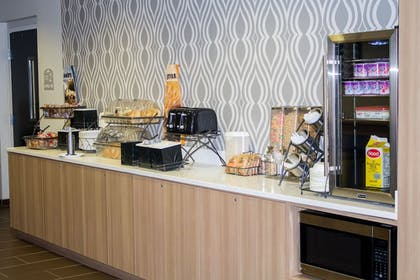 Breakfast Area | Microtel by Wyndham Penn Yan Finger Lakes Region