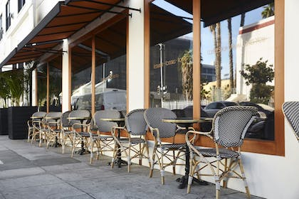 Outdoor Dining   Mama Shelter Los Angeles