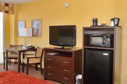 Guestroom | Best Western Plus Daytona Inn Seabreeze Oceanfront