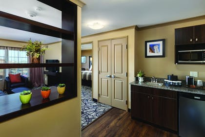 Living Room | ClubHouse Hotel & Suites - Fargo
