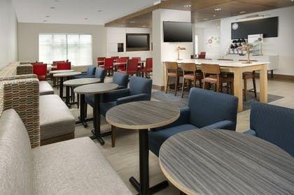 Restaurant | Holiday Inn Express & Suites Bay City