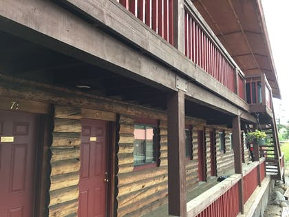 Hotel Front | The Rustic Inn