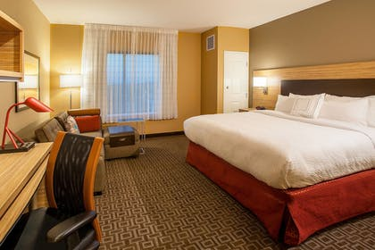 Guestroom | TownePlace Suites Minneapolis Mall of America