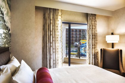 | 1 Bedroom Suite, 2 Queen Beds with Bunk Bed, Waterpark view | Courtyard by Marriott Anaheim Theme Park Entrance