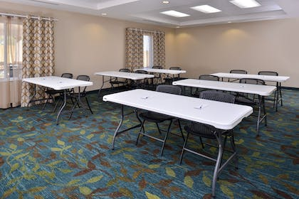 Meeting Facility | Candlewood Suites Kenedy