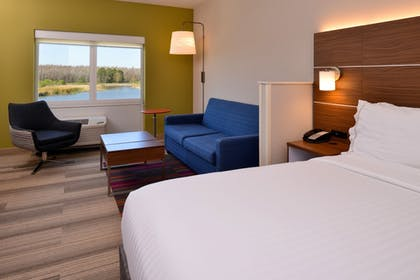 Guestroom | Holiday Inn Express & Suites Trinity