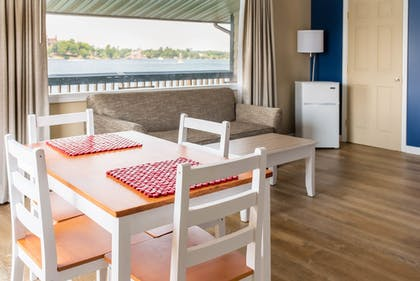 In-Room Dining | Capt. Thomson's Resort