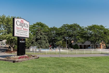 Featured Image | Capt.'s Inn & Suites