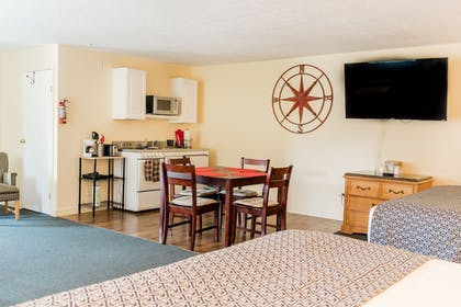 In-Room Dining | Capt.'s Inn & Suites