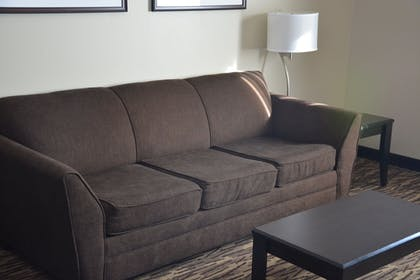 Living Area | Roosevelt Inn and Suites