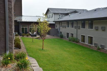 Courtyard | Roosevelt Inn and Suites