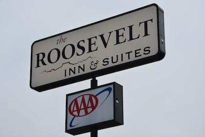 Hotel Entrance | Roosevelt Inn and Suites