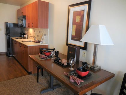 In-Room Kitchenette | Ledgestone Hotel Elko
