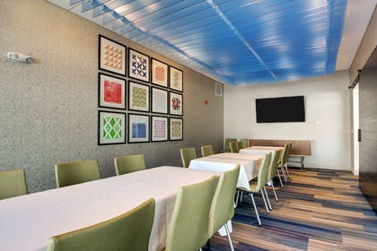 Meeting Facility | Holiday Inn Express & Suites Galesburg