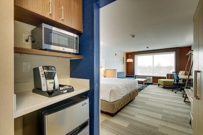 Guestroom | Holiday Inn Express & Suites Galesburg