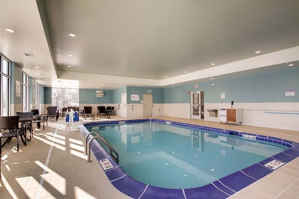 Pool | Holiday Inn Express & Suites Galesburg