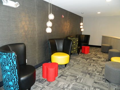 Lobby Lounge | Holiday Inn Express & Suites Shippensburg